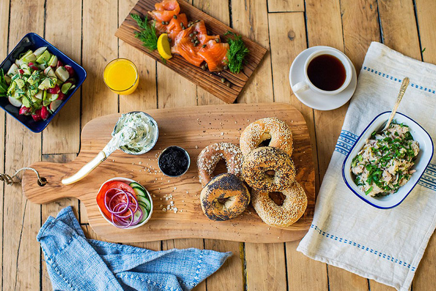 THE HISTORY OF NYC BAGELS AND WHERE TO EAT THEM